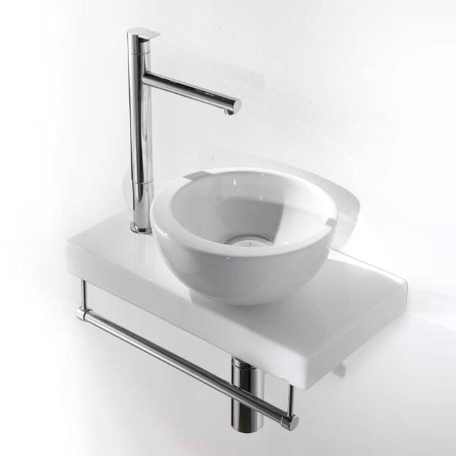 lille rund håndvask på på porcelæns bordplade
